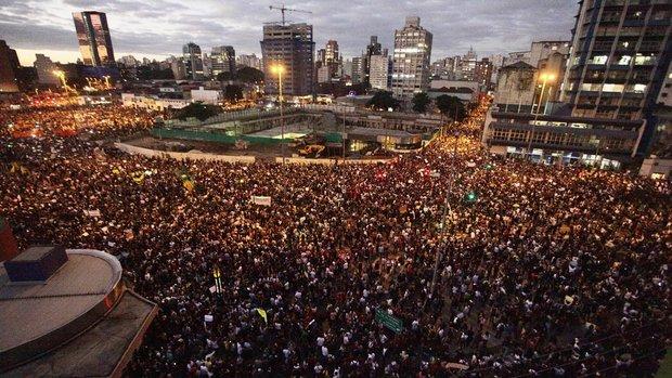 brasil-protesto-onibus-3-20-aumento-sp-sao-paulo-20130617-08-1--size-620